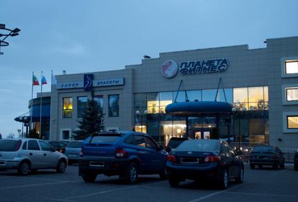 Клуб расположен рядом с торговым