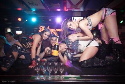 Фото ххх в клубе