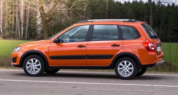 «АвтоВАЗ» отзывает неменее  100 тыс.  моделей Granta иKalina