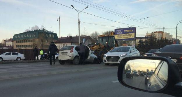 ВКазани «Калина» врезалась вковш трактора