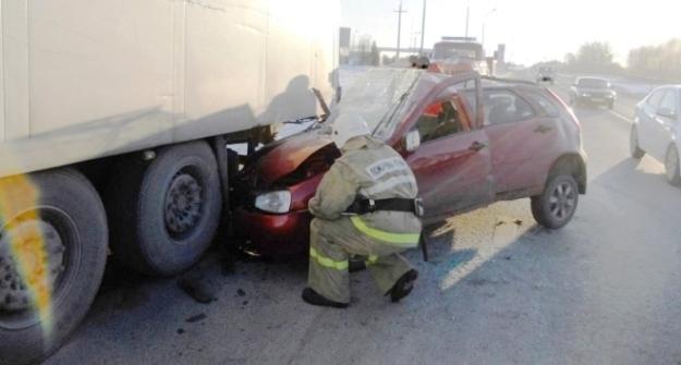 Два человека пострадали вДТП сучастием фургона