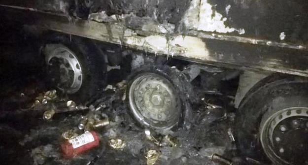 Наавтотрассе М-7 зажегся грузовой автомобиль, перевозивший баночное пиво