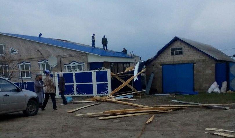 Ураганом повреждены десятки домов изданий вЧеремшанском районе