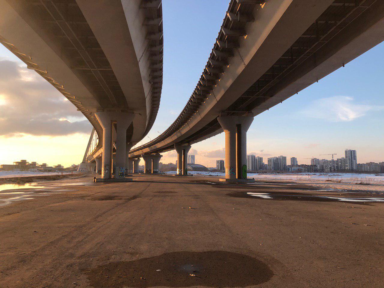 где фотографии из под моста цвет