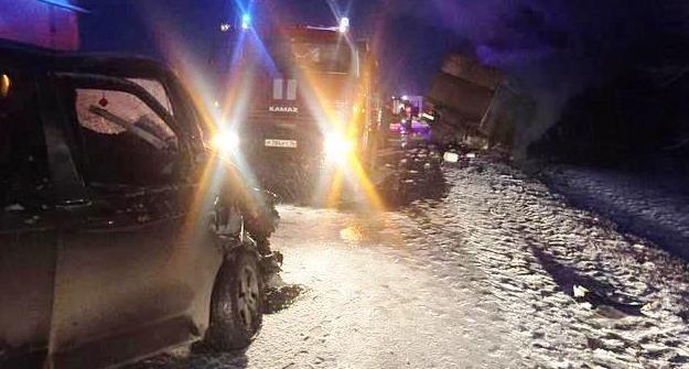 Натрассе вТатарстане втройном ДТП сгорел «УАЗ» вместе сводителем