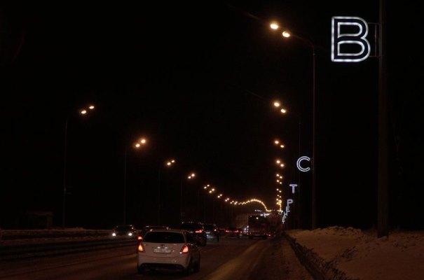 300 световых приветствий встречают гостей навъезде вКазань