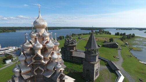 Кижи в 70 км от Петрозаводска. Фото: visitpetrozavodsk.ru
