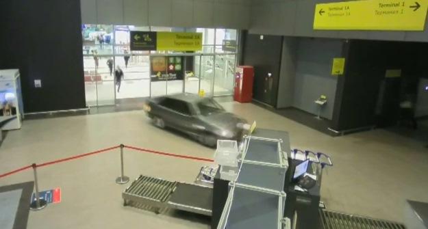 На водителя катавшегося по терминалу аэропорта в Казани возбуждено 2 уголовных дела
