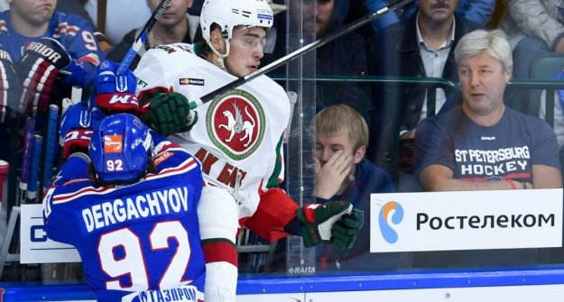 Казанский «АкБарс» обыграл СКА всерии буллитов вматче КХЛ